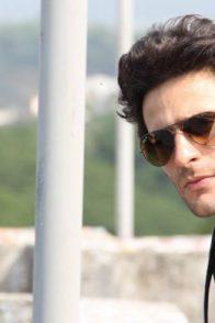 Karan Suchak picture with sungalsses