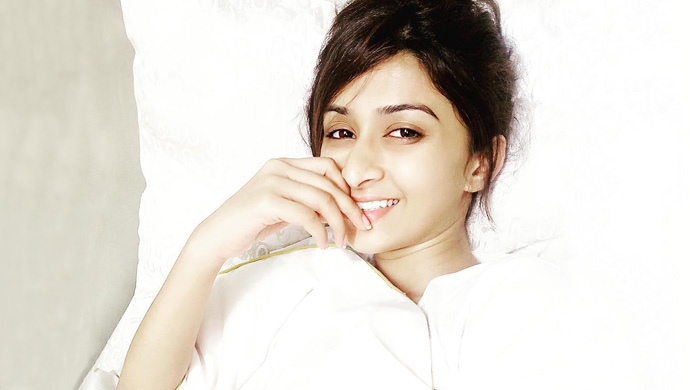 Farnaz-Shetty-cute-smile