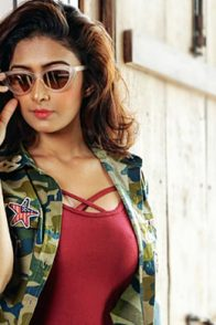 Farnaz-Shetty-in-Sunglasses