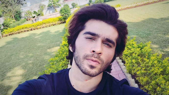 Karan-Khandelwal-selfie