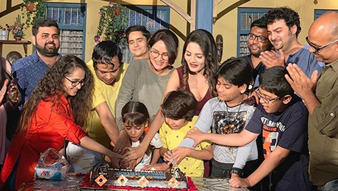 Team Happu cutting cake