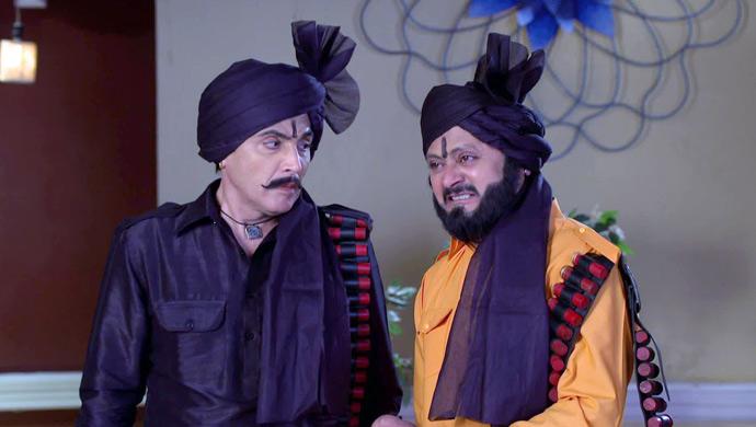 Tiwaria and Vibhuti as decoit