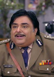 The commissioner from Happu Ki Ultan Paltan