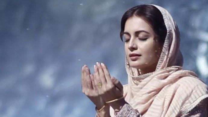 Dia Mirza as Kainaaz in Kaafir