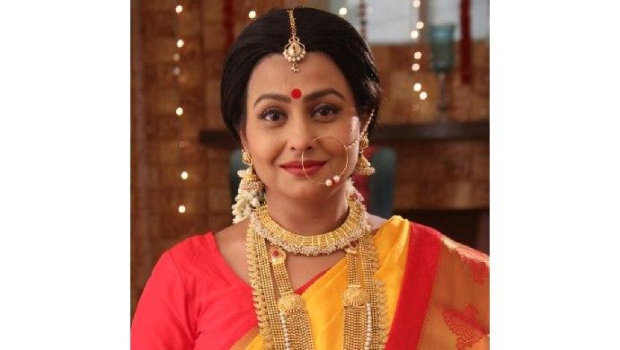 Jaya Bhattacharya as Kunti