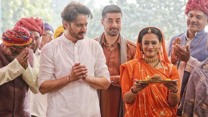 Still from the sets on Rangbaaz Phirse