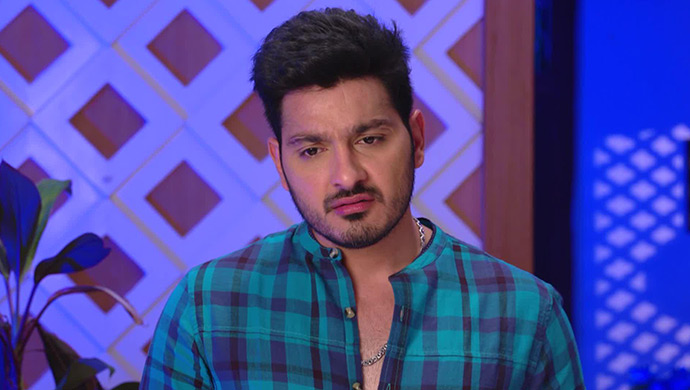 Ali Reza As Vamsi Deep In Thoughts In Maate Mantramu
