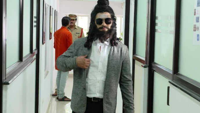 Abhi Dressed In Disguise In Muddha Mandaram