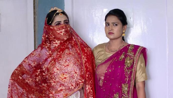 Soundarya and Chandrika In Muddha Mandaram