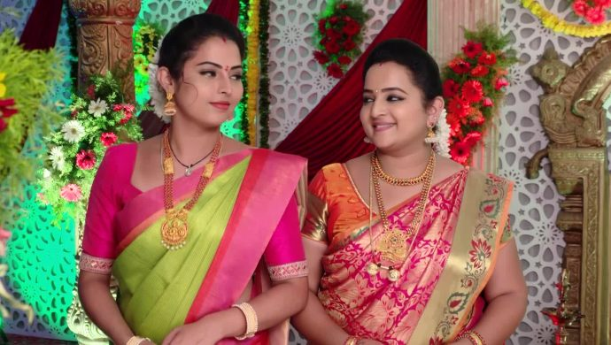 Mrudula With Geetha In Ninne Pelladatha