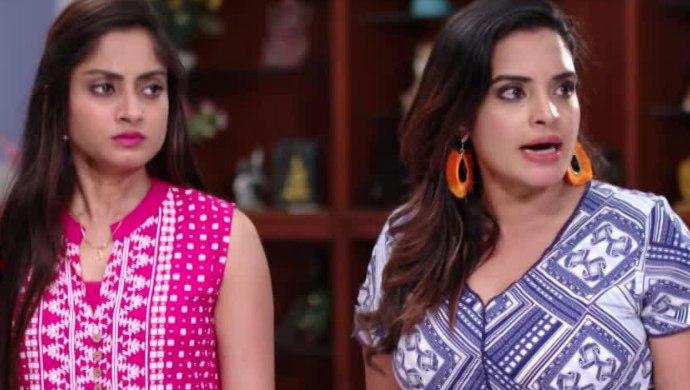 Sarayu And Mansi In Ninne Pelladatha
