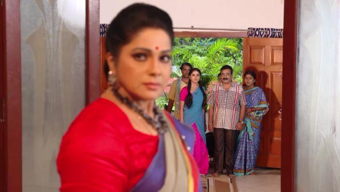 Akhila with Gani and family in Muddha Mandaram