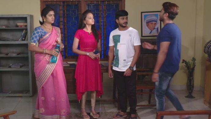 Bhavani, Chaitra, Surya and Abhi In Muddha Mandaram