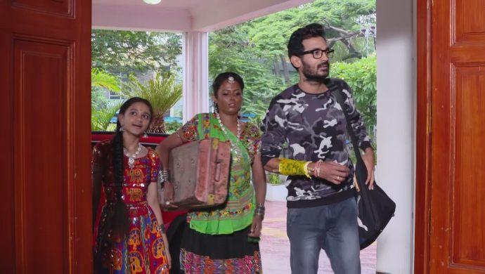 Madhu, Sampangi and Jabilli in Ninne Pelladatha