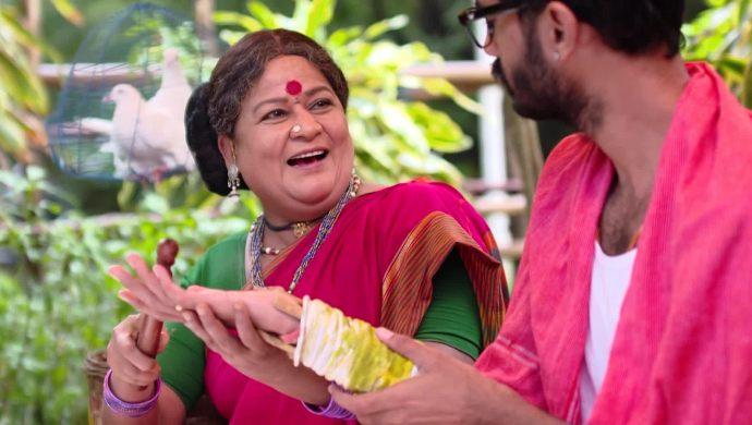 Madhu with a lady in Ninne Pelladatha