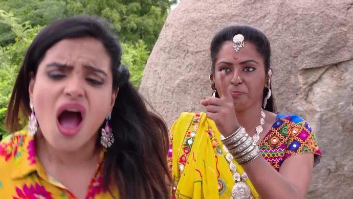 Sarayu and Mrudula in Ninne Pelladatha