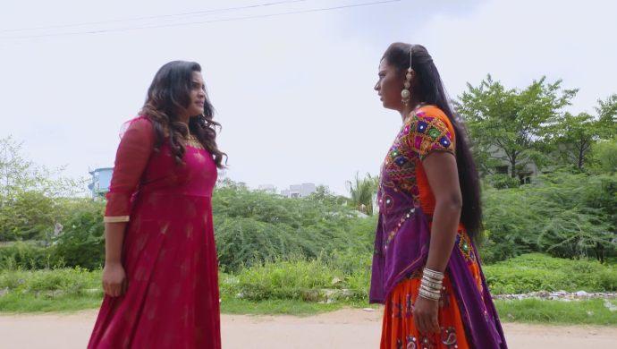 Sarayu and Sampangi in Ninne Pelladatha