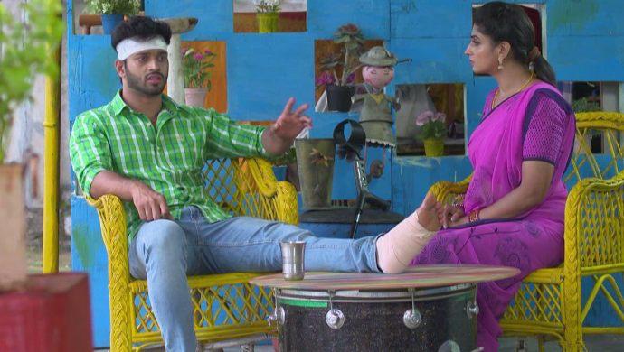 Aditya and Dharani in Akka Chellelu