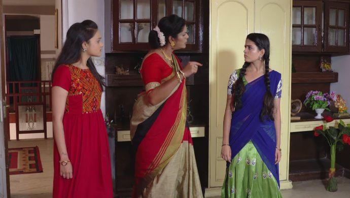 Bhavani, Chaitra and Soundarya in Muddha Mandaram