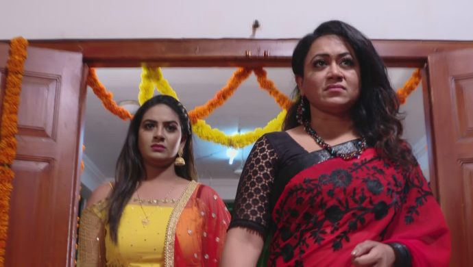 Komali and Prajwala In Ninne Pelladatha