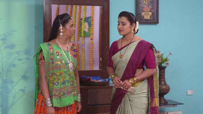 Sampangi and Bharati In Ninne Pelladatha