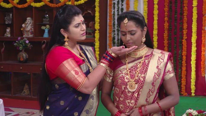 Sampangi and Mrudula In Ninne Pelladatha