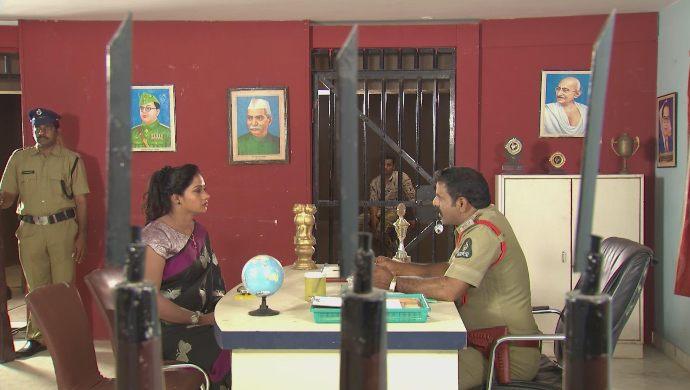Swaroopa with police in Kalyana Vaibhogam