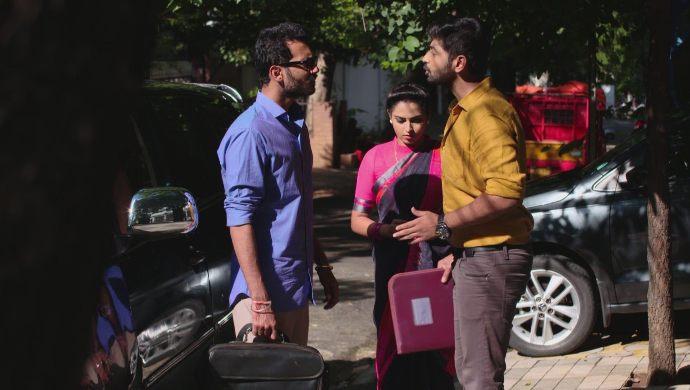 Gaurav, Madhu and Mrudula in Ninne Pelladatha