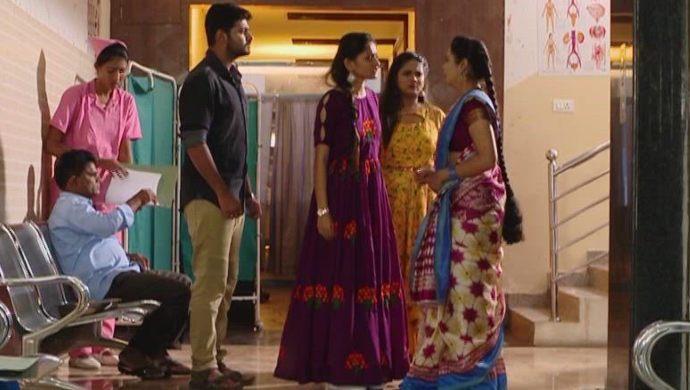 Gaurav, Mansi and Mrudula in Ninne Pelladatha