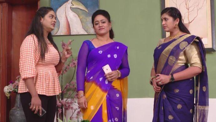 Komali, Brahmini and Prajwala in Ninne Pelladatha