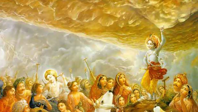 Lord Krishna lifts the Govardhan Parvat