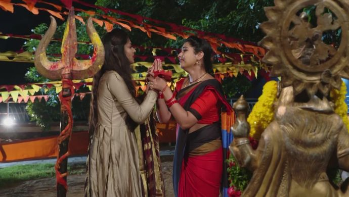 Mansi and Mrudula in Ninne Pelladatha