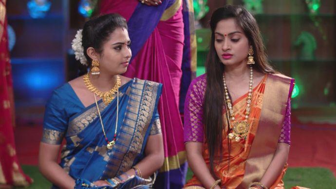 Mrudula and Mansi in Ninne Pelladatha