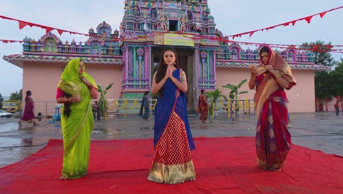 Soundarya, Neelambari-Bhavani in Muddha Mandaram