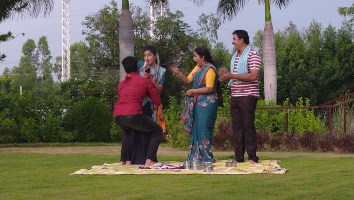Dharani-Aditya and Shivudu-Hamsa in Akka Chellellu