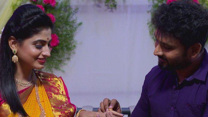 Shravani and Vikram in Akka Chellellu