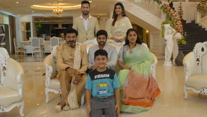 Vagdevi and family in No 1 Kodalu