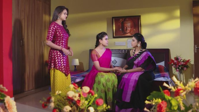 Akhilandeswari, Chaitra and Soundarya in Muddha Mandaram
