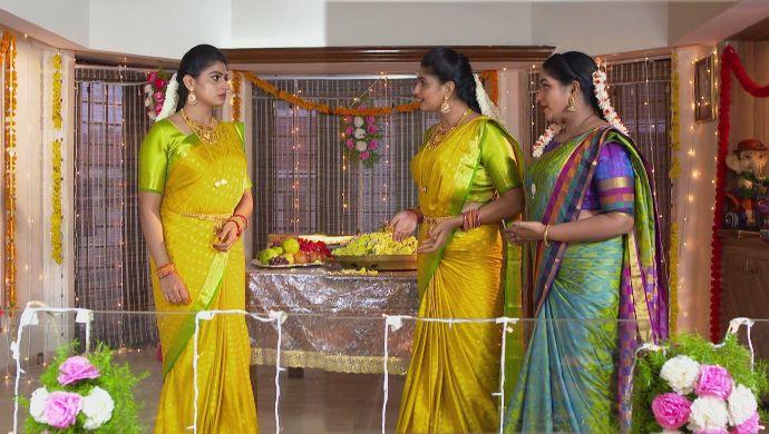 Shravani, Dharani and Hamsa in Akka Chellellu