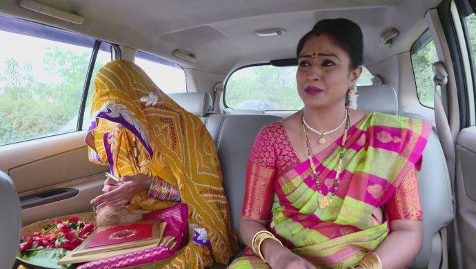 Vedavati and Dharani in Akka Chellellu