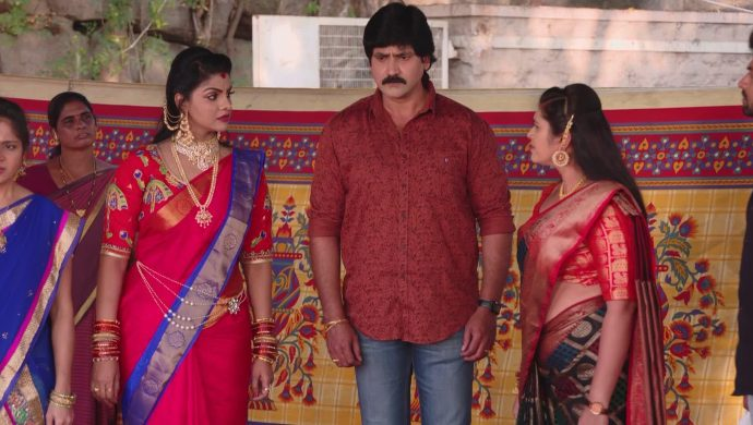 Brahmini, Kanakam and Krishna Prasad in Ninne Pelladatha