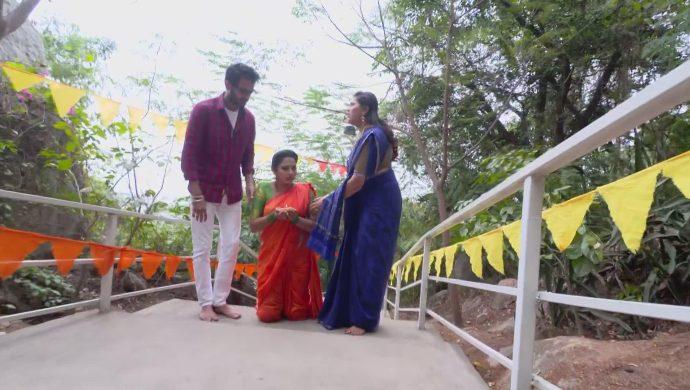 Brahmini, Mansi and Mrudula in Ninne Pelladatha