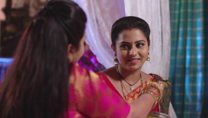 Brahmini and Mrudula in Ninne Pelladatha