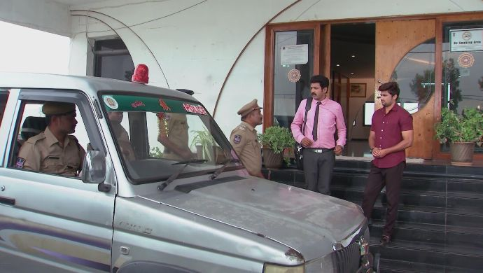 Chary, Jai and the police in Kalyana Vaibhogam