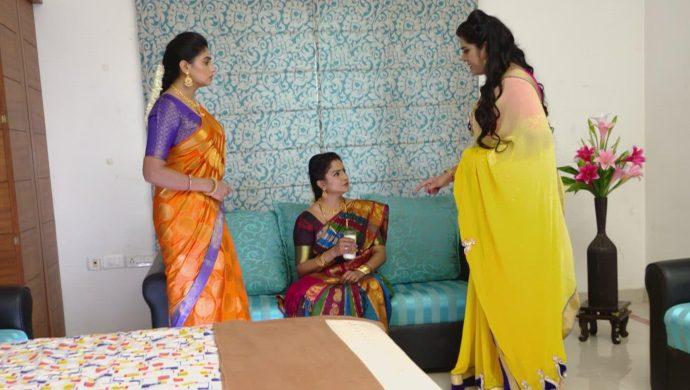 Dharani, Vedavati and Priyamvada in Akka Chellellu