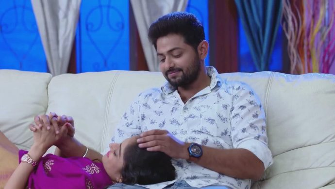 Gaurav and Mansi in Ninne Pelladatha