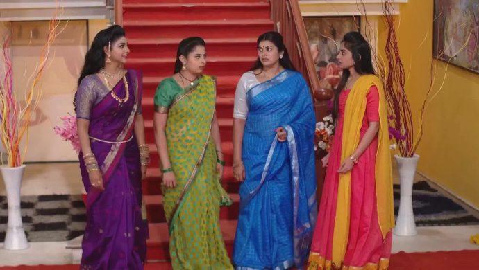 Kanakam, Mansi, Mrudula and Brahmini in Ninne Pelladatha
