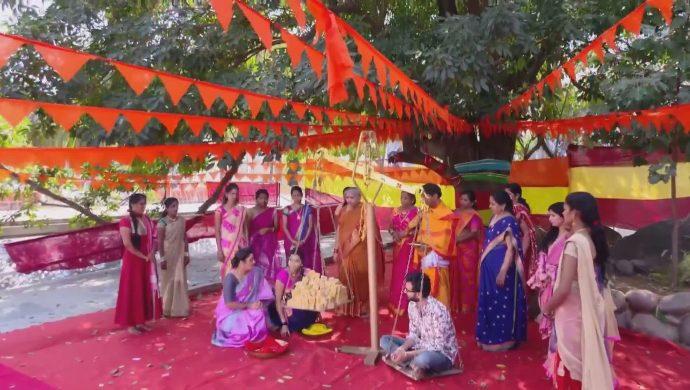 Madhu, Mrudula and Bharati in Ninne Pelladatha