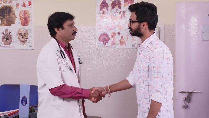Madhu and the doctor in Ninne Pelladatha