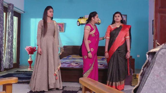 Mansi, Mrudula and Brahmini in Ninne Pelladatha